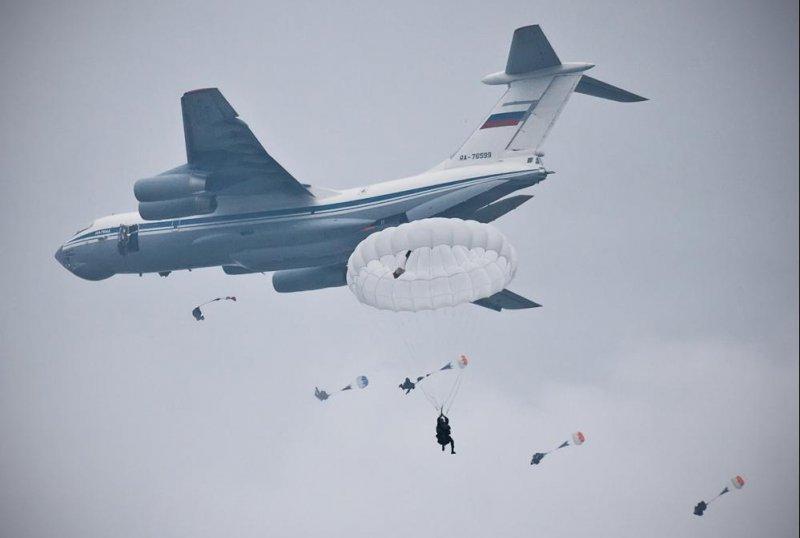 9.Desantirovanie-iz-Il-76MD..thumb.jpg.4d05cbda52e29bed881c1c0bc2270a69.jpg