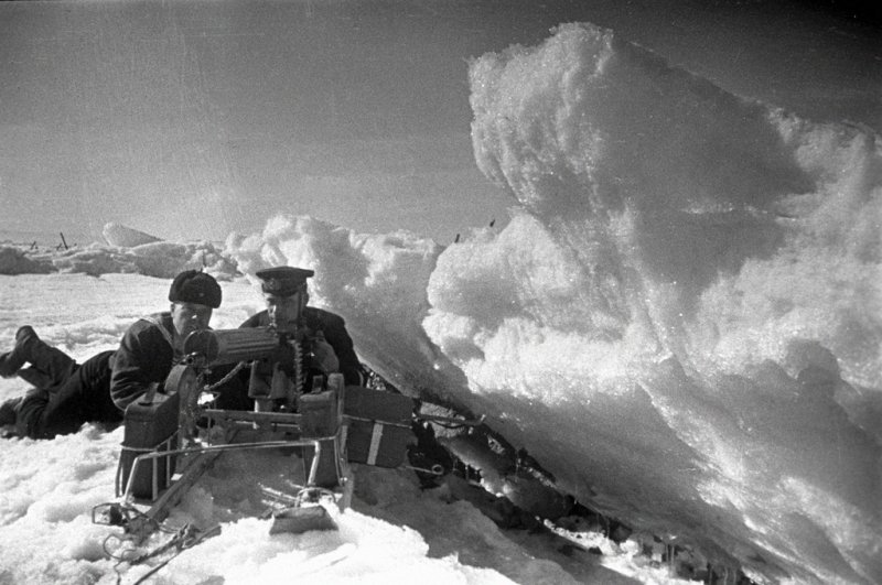RIAN_archive_381_Sea_defense_of_Leningrad.thumb.jpg.871e7f7969cdf930015988b80c0115b1.jpg